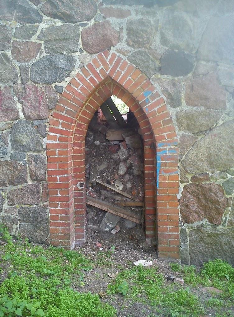 Ruiny kościoła w Karwowie