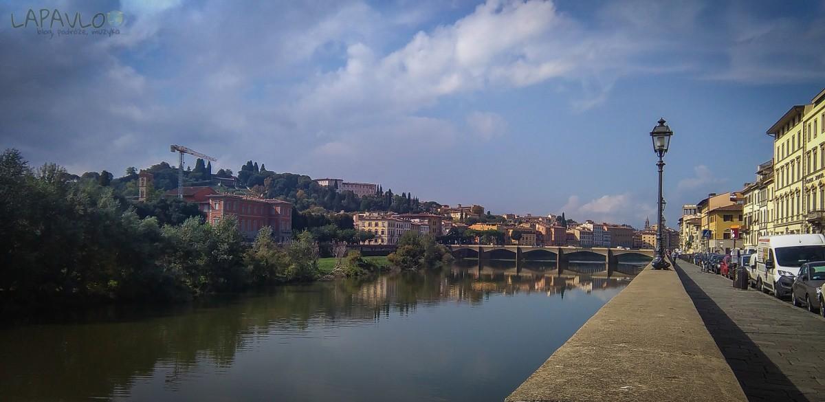 Rzeka Arno a w tle dzielnica Oltarno - Florencja