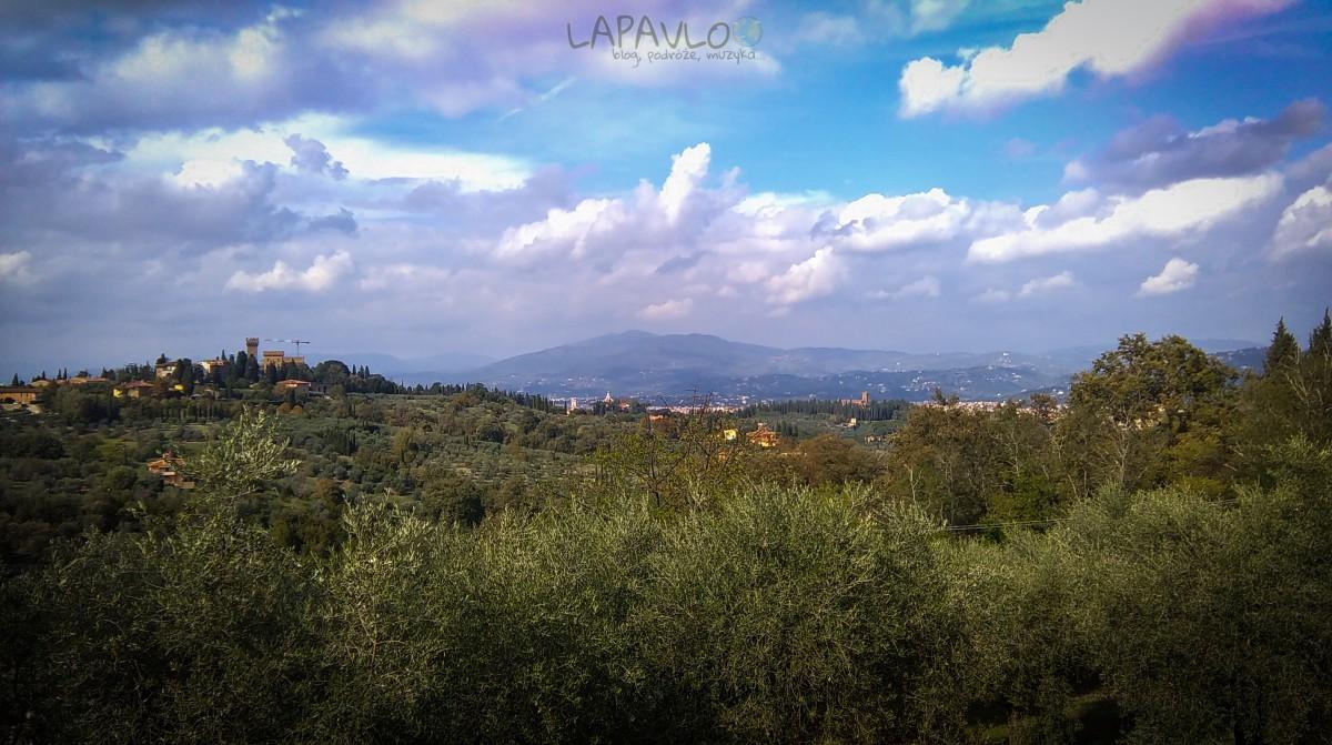 Panorama Florencji i wzgórza nad Florencjąwidziana z okolicznych wiosek